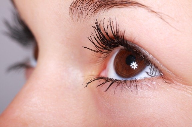 eyes open looking up in the sky blepharoplasty surgery